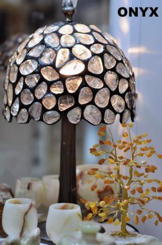 Lampa witrażowa z kryształu górskiego idealna do stylowego oraz do nowoczesnego wnętrza