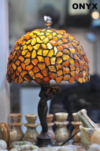 Lampa witrażowa z bursztynu
